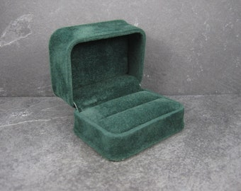 Green Suede Double Ring Box