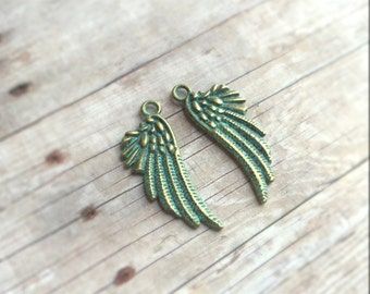 2 pendentifs peints à la main une petite aile double-face de pcs, vert patine, 29x11mm
