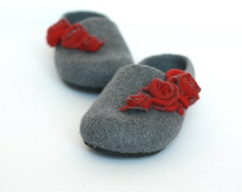 Felt slippers for women, women house shoes, felted wool slippers, grey slippers red roses, wool clogs, gift for her, valenki, felt shoes