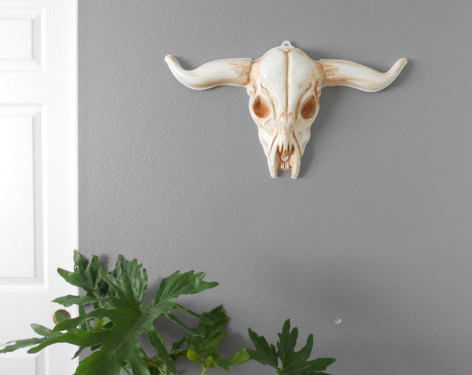 vintage large cow bull plastic skull head / sculpture / wall trophy / white / taxidermy / horns / antlers