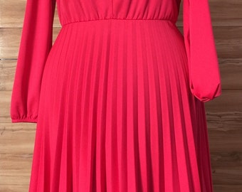 Vintage Vibrant Pink Chevron Pleated dress with knit neckline detail ! Sz M-L or XL