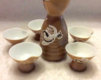 Jahrgang japanischen Sake Tropffreiem 5 Tassen feinen Porzellan.