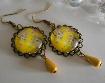 """Bronze stamped earrings """"yellow Japanese flowers"""" glass cabochon"""