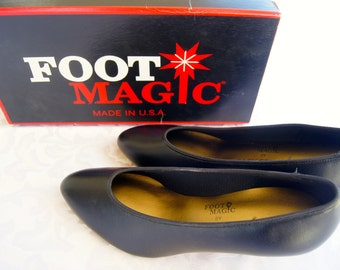 Vintage Shoes / Black Pumps by Foot Magic by Easy Street / Size 8 1/2