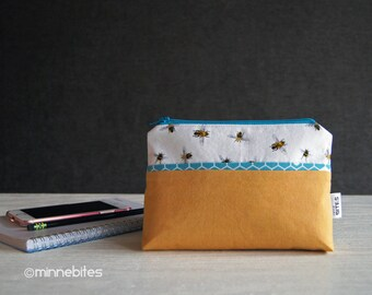 Honey Bee Wristlet - Planner Pouch - Hive Purse - Bee Vegan Purse - Yellow Wristlet Wallet - Beekeeper Gift - Organizer - Ready to Ship