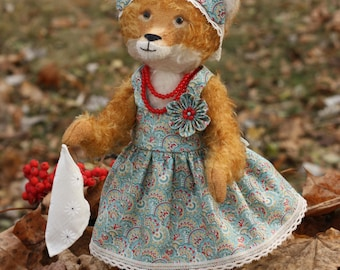 Teddy Fox Elizabeth made by technology Teddy. Size 13 inches. Mohair, on the author's pattern.