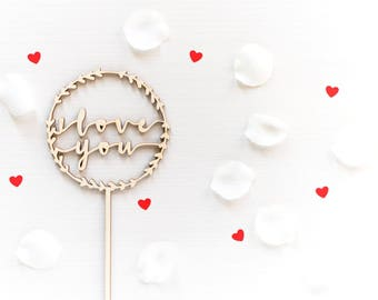 """Cake topper """"I love you"""" on Garland"""