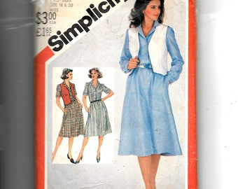 Simplicity Misses' Pullover Shirtdress and Reversible Vest Pattern 5496