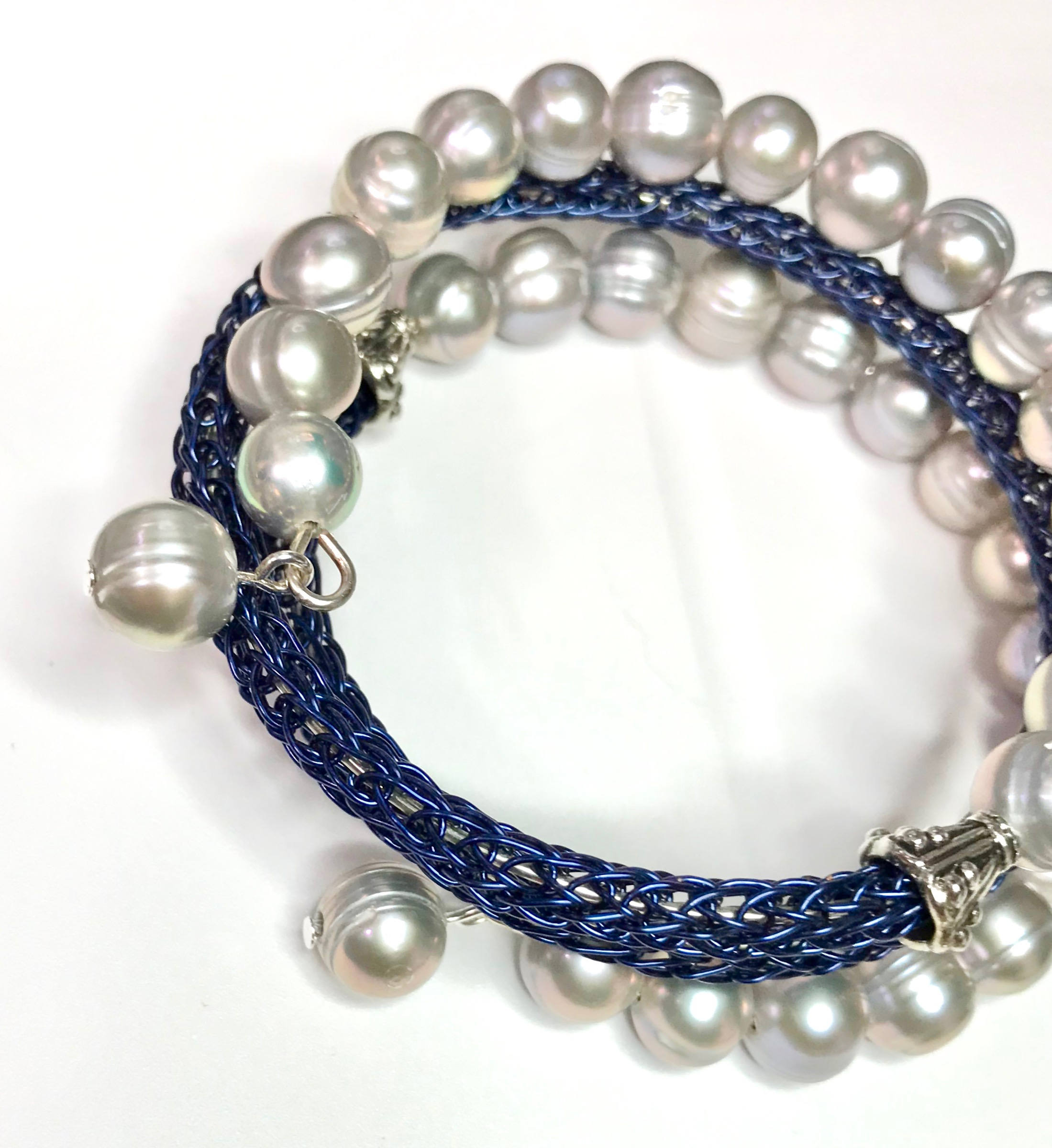 Awesome Memory Wire 4 Coil Bracelet with Gray Circlé