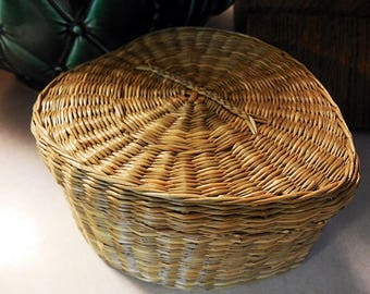 Small Heart Shaped Grass Basket With Lid, Finely Woven, Sturdy and Unique