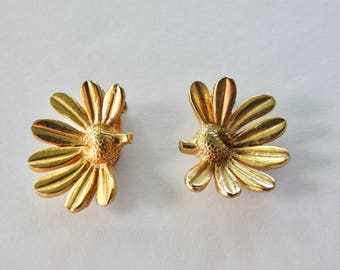 Mimi di N 1976 Flower Clip On Earrings