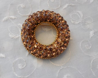 Grand Vintage Brooch Pin with Golden Brown Dazzling Rhinestones