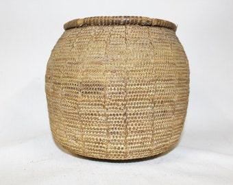 Vintage Basket  : Vintage Handmade Omani Bedouin Lidded Basket, #864 a