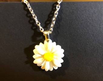 Daisy Necklace   AO38