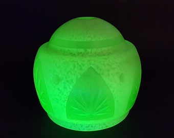 NEW LISTING Ornate and Stylish Art Deco Uranium Green Mottled Glass Shade