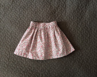 Full skirt 2-3 years of cotton, pink and gray flowers on white background.