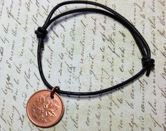 Bracelet de sou, sou enfilées sur cuir, Canada ou USA Penny, pièce de bijoux, Bracelet de pièce de monnaie, cadeau de Noël pour lui, cadeau de Noël pour elle