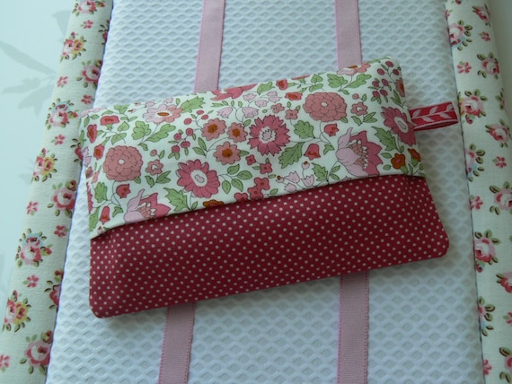 etui mouchoirs en tissu liberty of london rose pochette. Black Bedroom Furniture Sets. Home Design Ideas