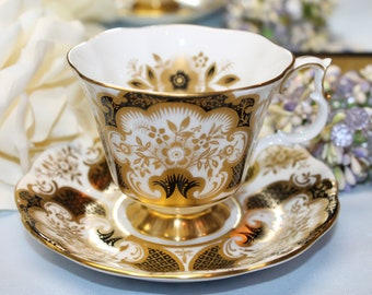 "ROYAL ALBERT Bone China Teacup and Saucer ""4495"""
