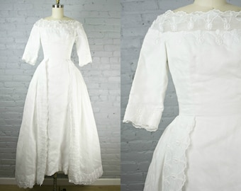 1950s white organdy and lace wedding dress with attached full train . Will Cahill 50s wedding gown . xsmall