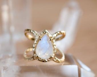 Moonstone Ring * Hammered Band * Gold Ring * Statement Ring * Gemstone Ring * Pink * Wedding Ring * Organic Ring * Natural* BJR099