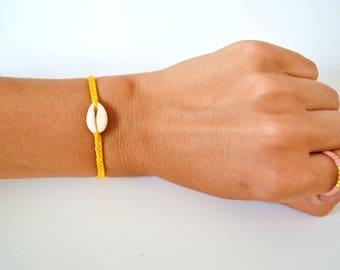 Bracelet coquillage fil jaune moutarde tressé femme, bracelet boho , bracelet plage, bracelet été, bracelet hippie, bijoux boho