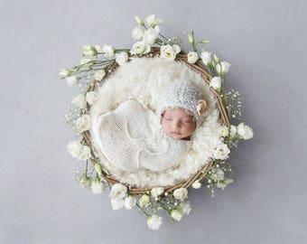 Newborn Digital Backdrop for girls -  Beautiful White Flower Nest