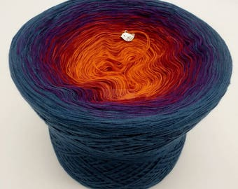 Lady Dee's Traumgarne - Freiheit - Petrol outside  - 4 ply gradient yarn, 5 colors, Color Changing Yarn