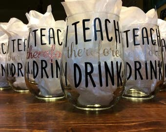 Teacher appreciation gift, i teach therefore I Drink Teach Wine, end of year Teacher Gift, teacher wine glass, Glitter, assistant gifts