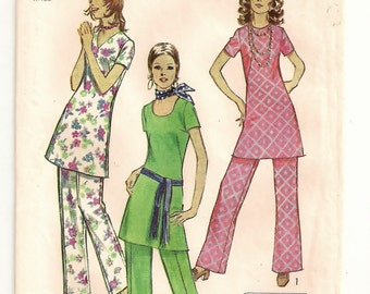 "A Long Line, Short Sleeve Tunic with Neckline Variations, and Wide, Straight Leg Pants Pattern for Women: Size 18 Bust 40"" • Simplicity 9363"