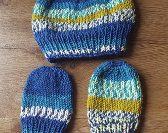 Baby boy hat and mittens set