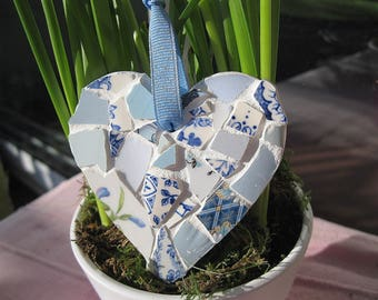 Shabby chic wee mosaic heart