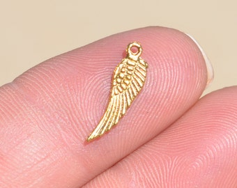 15  Gold Wing Charms GC3923