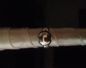 Vintage-Ladies Solid Sterlling Silver Ring