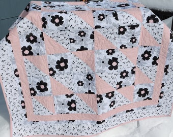 Bows and Boxes- Pink, Black and White Quilt