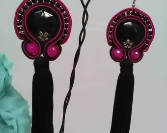 Party earrings made with black stones and bougainvillea that are sewn with threads of silk and topped with fringes of black thread.