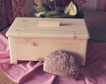 Bread box made of Swiss stone pine