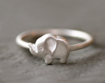 Side Elephant Ring in Sterling Silver with Diamond Eye