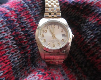Vintage jewelry Ladies watch, gold tone water resistant used good condition
