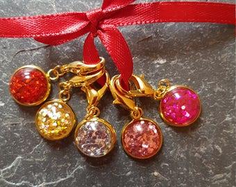 5 crochet  stitch markers gold coloured. Glitter bomb