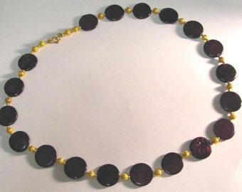 Round bead necklace in a lovely color