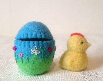 Easter chick in the Egg. Easter gift. Waldorf Easter. Nature Table. Ready to Ship