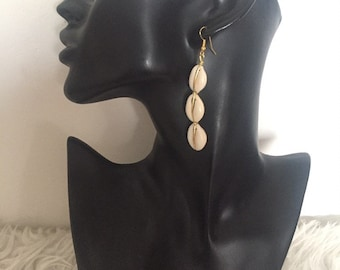 Earrings with three cowrie shells