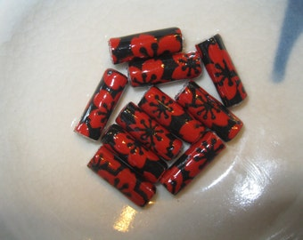 Red and Black Lacquer Yuzen Hand Rolled Paper Beads: Set of 10