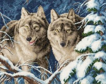 NEW UNOPENED Counted Cross Stitch Kit Golden Fleece DZ-040 Forest Brigands Wolfs