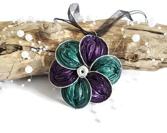 Necklace green and purple flower caps