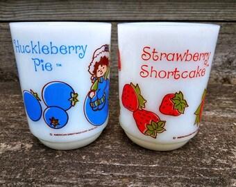 Pair of vintage 1980s Strawberry Shortcake and Huckleberry Pie Mugs/Anchor Hocking American Greetings/Coffee Milk Tea Glass Mug/80s collecti