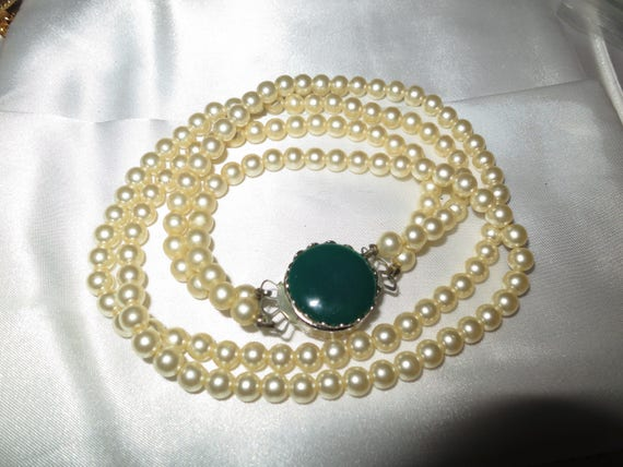 Very lovely vintage 2 strand fx pearl necklace two way clasp