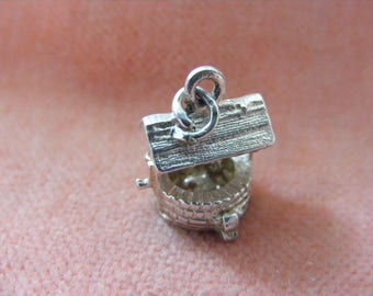 CHIM Vintage Sterling Silver Charm Wishing well opens to a cat