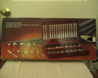 New Godinger Grand Master 86 Piece Flatware in Wooden Case - Service for 16